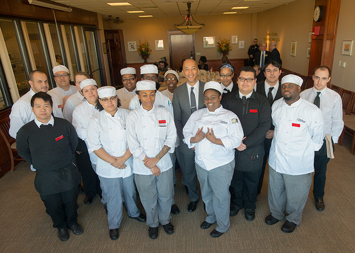 Byron Pitts with the culinary arts students